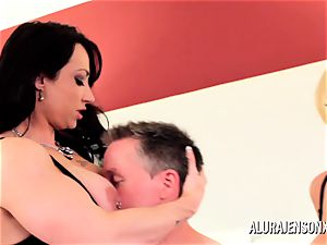 milf detective Alura Jenson three way hookup