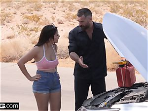 Valentina heads thin dipping with her roadside mechanic
