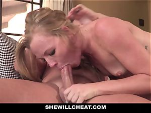 SheWillCheat - Squirty wife Gets Slayed By Internet stud