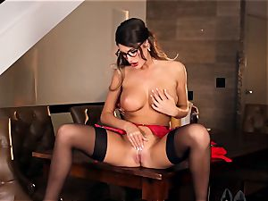 August Ames stunning onanism in glasses