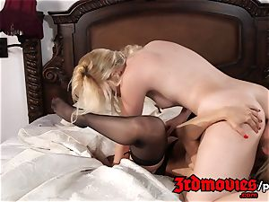 horny lezzies Alexis Fawx and Samantha Rone