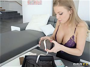 Britney Amber and Carter Cruise scissoring