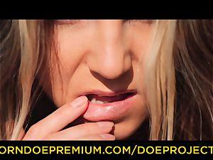 DOE ladies - Russian babe Gina Gerson outdoor oral pleasure