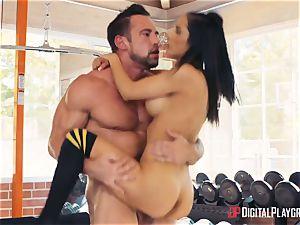 fitness coach Johnny Castle and his fresh schoolgirl Tia Cyrus