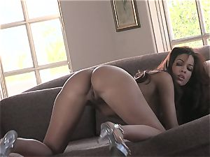 warm honey Isis Taylor gets wet and crazy on the bed for super-fucking-hot action
