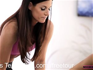 Step mom interchanges jism with teen hottie Janice Griffith