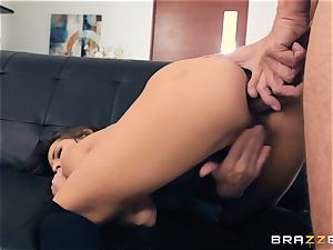 pornstar Madison Ivy showcases us how its done