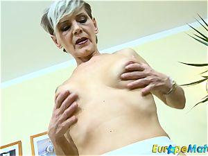EuropeMaturE slender grandma Ivana Solo finger-tickling