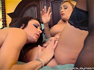 insane lesbos Jessica Jaymes and Claudia Valentine munching on jaw-dropping minge