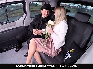 pummeled IN TRAFFIC - jism on rump for nasty slim blondie