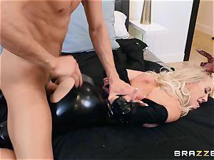 Brandi love torn up in her wet labia