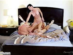 Veronica Avluv and India Summer - My dear husband, you want to attempt my friend's cunt