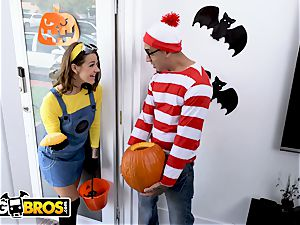 BANGBROS - Trick Or treat, aroma Evelin Stone's feet.