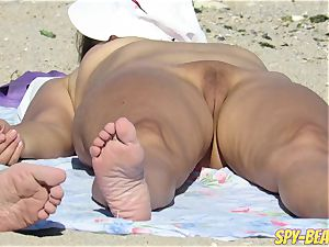 nude Beach cougar unexperienced voyeur Close Up cooter And ass