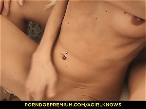 A gal KNOWS - slim Gina Gerson voluptuous girl-on-girl hookup