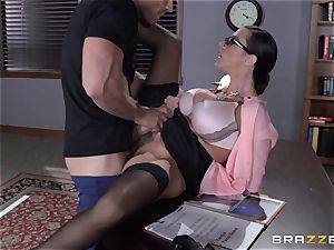 Warden Ariella Ferrera nails her favourite prisoner