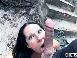 Chicas Loca - brown-haired Latina Noemi Jolie screws outside