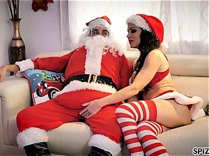 Spizoo - observe Jessica Jaymes smashing Santa Claus